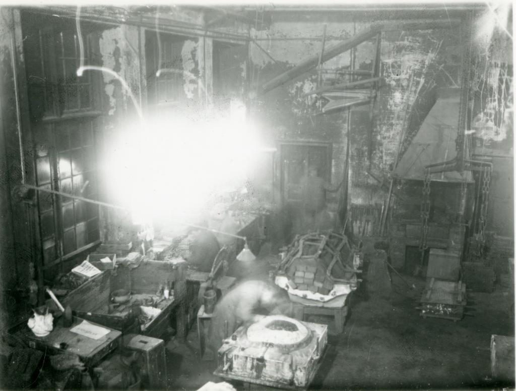 Stora verkstadsrummet fotat från balkongen. Ur Otto Meyers arkiv hos Centrum för Näringslivshistoria.