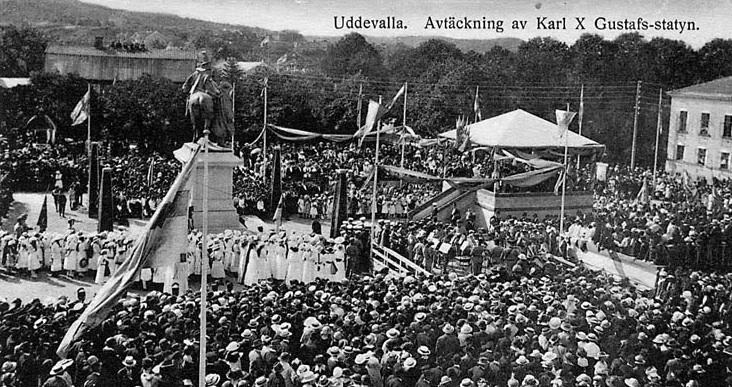 Vykort. Invigningen av Carl X Gustaf och Eric Dahlberg i Uddevalla i augusti 1915. Foto hos Olle Meyer.